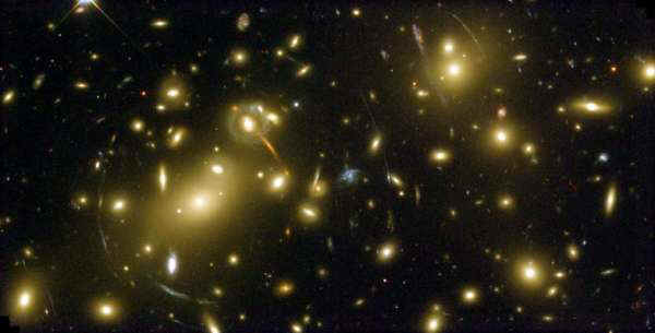 Abell_2218_A_Cosmic_Magnifying_Glass